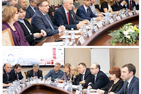 "KViHT教研室主任Yu.V.科祖霍夫 出席了圣理工,""圣彼得堡Vodokanal""公司和能源与工程委员会的代表工作会议,能源与工程委员会代表A.S. 邦达丘克和""圣彼得堡Vodokanal""企业总经理E.I. 捷列科夫出席了会议。"