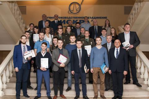 """""""压缩机,真空,制冷和气动系统""""科学和工程中心项目经理 A.M.亚布鲁科夫在NGO Iskra青年专家科学技术会议的所有参加者和获奖者中"""