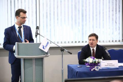 "KViHT教研室主任尤里·弗拉基米罗维奇·科祖霍夫在俄罗斯天然气工业股份公司308部门全体会议上的报告 ""天然气输送公司和地下存储设施运营商Gazprom压缩机站2018年工作结果,主要问题,正面经验"",会议由308部门副主任A.N.布朗尼科夫主持"
