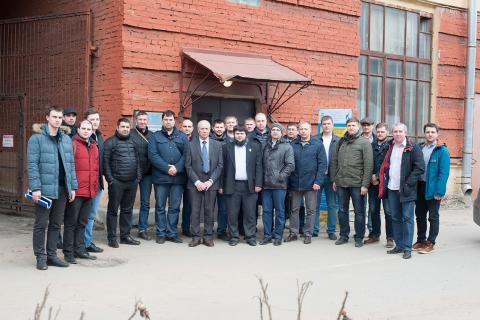 """""""压缩机,真空,制冷设备和气动系统""""科学工程中心的专家。N.A. 萨多夫斯基和A.A. 列别捷夫与来自Kazprom transgaz圣彼得堡,VNIPIgazdobycha,萨哈林能源,Severstal和HMS Neftemash企业的继续教育课程的学员们参观KViHT教研室(作为课程的一部分)。"""
