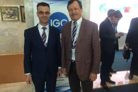 """KViHT教研室主任 Yu.V. 科祖霍夫和Gazprom VNIIGAZ有限责任公司负责科研任务的副总经理 A.Z. 谢赫胡迪诺夫在""""俄罗斯天然气工业股份公司的技术法规""""会议上"""