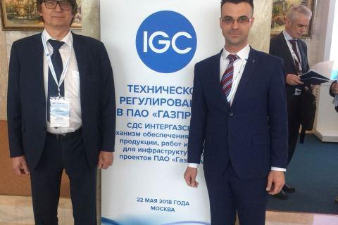 "KViHT教研室主任 Yu.V. 科祖霍夫和Gazprom VNIIGAZ天然气运输技术中心主任在Gazprom公司"" 技术法规""会议上"