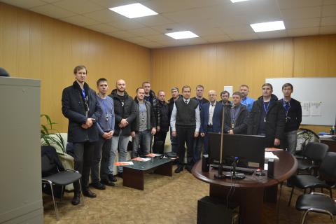 作为我中心继续教育课程的一部分,来自Gazpromneft Khantos,Gazpromneft Yamal,Gazpromneft Orenburg,Gazpromneft Vostok和Messoyakhaneftegazaz的学员在阿森纳机械制造厂访问参观。 在照片中,学生与中心主任S.V.卡尔塔索夫和阿森纳工程公司经理K.V. 切尔尼茨基