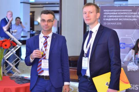 "KViHT教研室主任 Yu.V. 科祖霍夫和"" RN-Vankor""有限责任公司 填天然气制备和压缩部的首席工程师S.V.菲利波夫在主题为""活塞式压缩机设备,从现代设计到可靠的操作。""会议上"