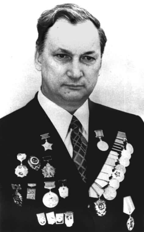 康斯坦丁·帕夫洛维奇·谢列兹涅夫,列 宁格勒工学院院长,压缩机工程系主任, 压缩机和气动协会(ASKOMP)主席