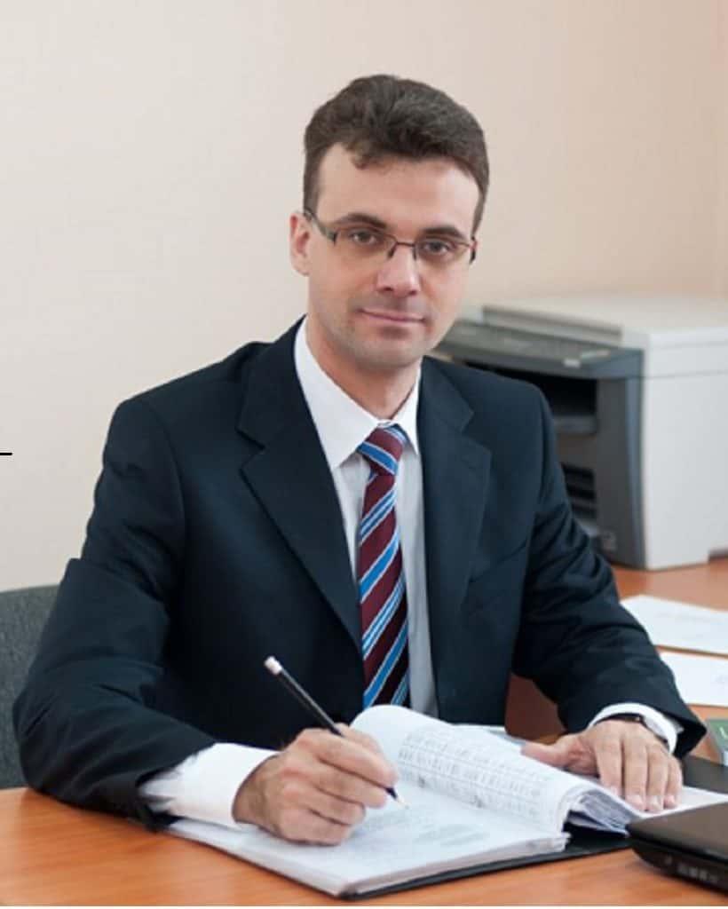 """科祖霍夫·尤里·弗拉基米罗维奇-""""压缩 机,真空和制冷工程""""教研室主任"""