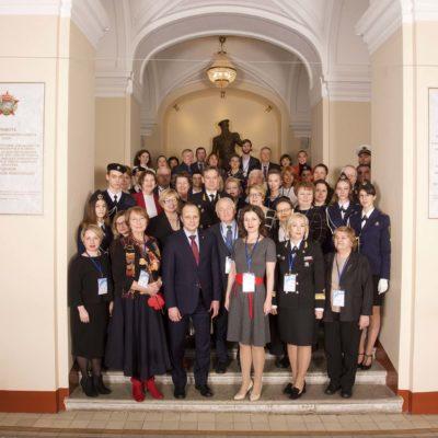 压缩机,真空,制冷设备和气动系统科学工程中心主任S.V.卡尔塔索夫参加由俄罗斯天然气工业股份公司承办,由GNITU 院长S.V. 尤什科主持的Synergy 2019学术会议