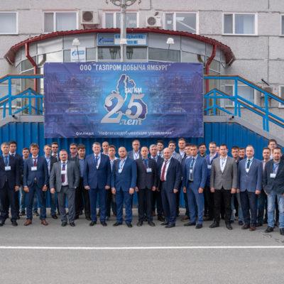 """Yu.V. 科祖霍夫和S.V. 卡尔塔索夫参加俄罗 斯天然气工业股份公司举办的主题为""""在 天然气生产设施中TDA的应用和操作经验 。 创建有前景的涡轮膨胀机设备的模型"""" 的会议。"""
