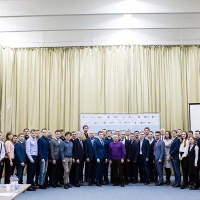 """""""压缩机,真空,制冷设备和气动系统""""科学工程中心的科学主管Yu.V. 科祖霍夫和中心主任S.V.卡尔塔索夫参加了主题为""""提高该地区燃料和能源行业企业技术开发效率的创新工具""""研讨会(下涅瓦尔托夫斯克国立大学,下涅瓦尔托夫斯克)"""