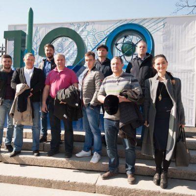 """来自Gazprom 335,East Siberian Oil Company ,TomskNIPI Neft ,Gazprom Transgaz Surgut 公司的学员 在圣彼得堡彼 得大帝理工大学之旅中参加了科学和工程 中心关于""""客户对压缩机设备的验收测试 """"主题的继续教育课程。"""
