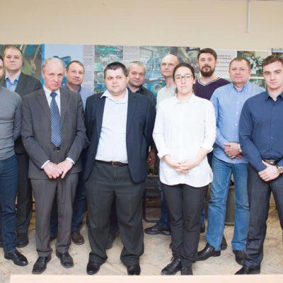 "Gazprom 335 ,东西伯利亚石油公司 ,TomskNIPI Neft ,Gazprom Transgaz Surgut 公司的学员参加了中心专家A.A. 列别捷夫 和N.I. 萨多夫斯基关于""客户对压缩机设 备的验收测试""主题的继续教育课程。"