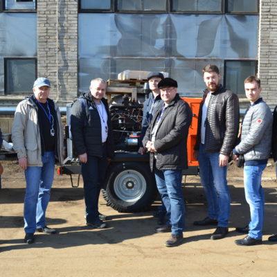 """来自Gazprom 335 LLC,East Siberian Oil Company JSC,TomskNIPI Neft OJSC,Gazprom Transgaz Surgut LLC公司的学 员参加了科学和工程中心关于""""客户对压 缩机设备的验收测试""""主题的继续教育课 程。 参观阿森纳工程公司的生产设施"""