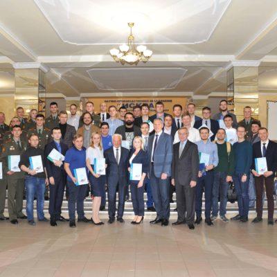 """""""压缩机,真空,制冷和气动系统""""科学和工程中心项目经理 А.М. 丹尼里什参加了第二十届全俄科学技术大会""""航空工程,高科技和创新-2019""""上的Iskra年轻专家会议。"""
