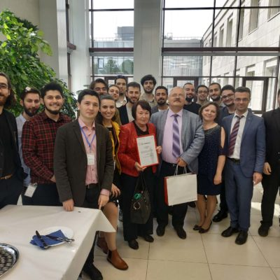 能源与运输系统学院代理院长-KViHT 教研 室主任Yu.V. 科祖霍夫主持SPbPU土耳其文 化日开幕。