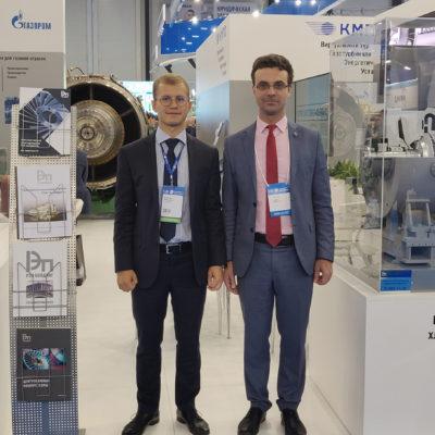 """2019年圣彼得堡天然气论坛,照片上依次 为: Saychenko-REP Holding 公司A.S. 赛琴科 和""""压缩机,真空,制冷设备和气动系统 """"科学工程中心的科学带头人Yu.V.科祖霍 夫"""