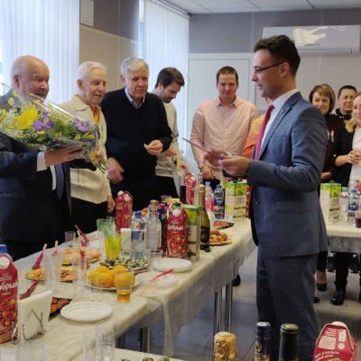 祝贺NPF Entekhmash公司科学总监V.E. 叶 夫多基莫夫80岁生日,他是KViHT教研室工 作人员,以前担任涅夫斯基工厂的压缩机 首席设计师。